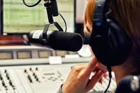 Озвучить текст радио ди-джеем DJ